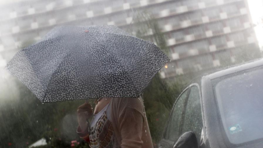 Студът идва с дъжд и вятър