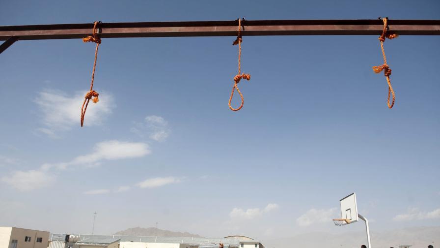 Екзекутираха жена в Иран, защото убила изнасилвача си