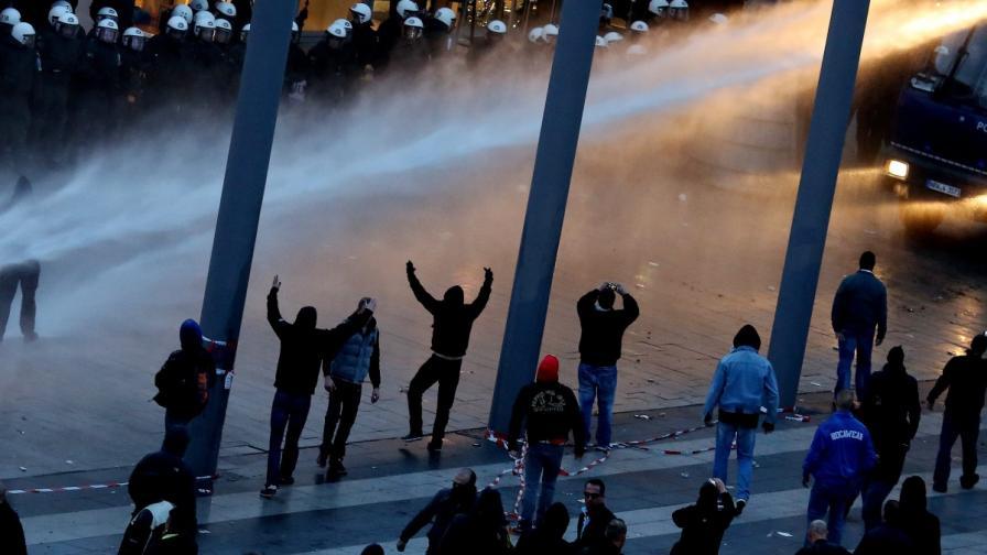 Над 40 ранени полицаи при демонстрация в Кьолн