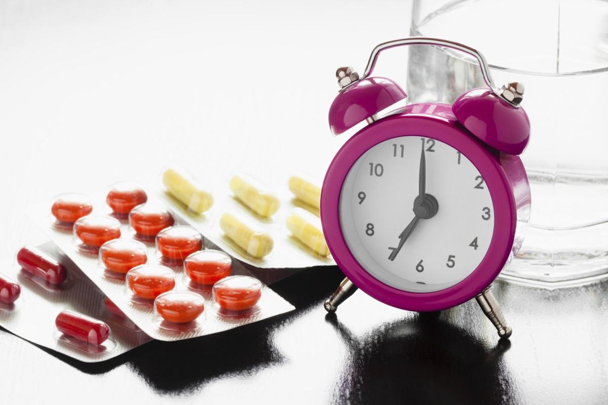 Някои лекарства без рецепта като антиациди и лекарства против газове помагат, но понякога е нужно просто да се изчака, за да премине неудобството. Д-р Сюзан Бейсър, семеен лекар от Мериленд, смята, че няма лекарство, което да неутрализира напълно ефекта от преяждането. Затова най-доброто решение е въздържанието. Можем да се наслаждаваме на любимите си храни, но без да прекаляваме – важното е да помним, че преяждането се дължи най-вече на апетит, а не на глад, затова яжте бавно и усещайте вкуса на всяка хапка.