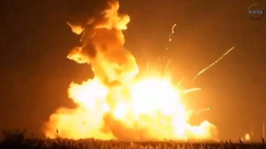 Ракета носител от програма на НАСА избухна при старта си