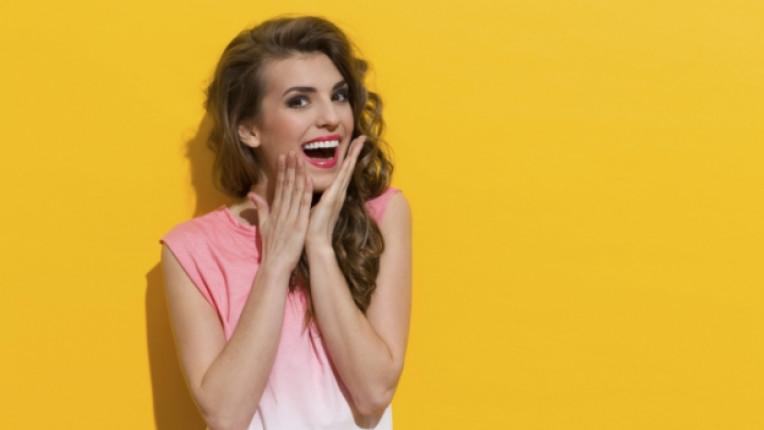 жена жълто щастие усмивка красива