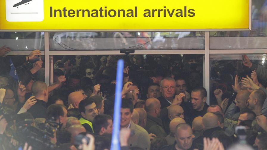Воислав Шешел се завърна в Сърбия