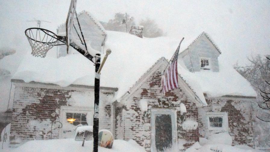 Снегът продъжава да предизвиква хаос в САЩ