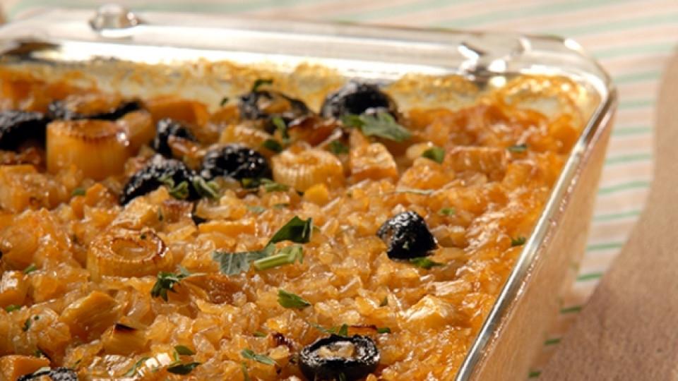 Постен ориз с праз и маслини