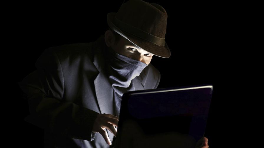 Разкриха хакери, атакувала компютрите на шефове