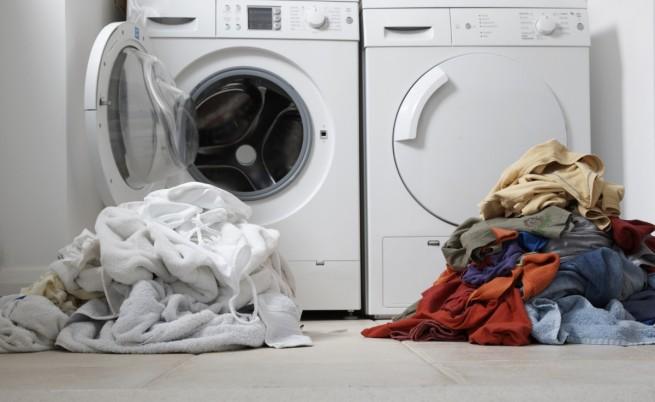Робот събира, пере и сгъва дрехи