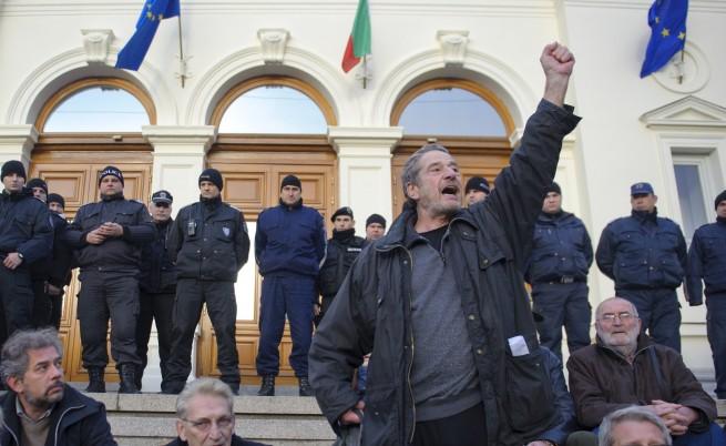 Десетки интелектуалци на протест срещу Слави Бинев