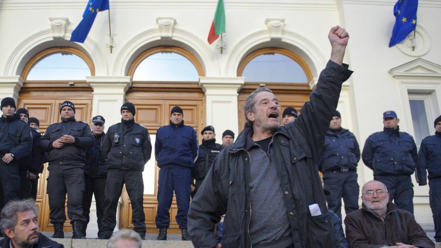 Протестът пред парламента срещу избора на Слави Бинев за председател на парламентарната комисия по култура и медии