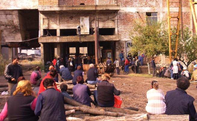 43 миньори стачкуват под земята