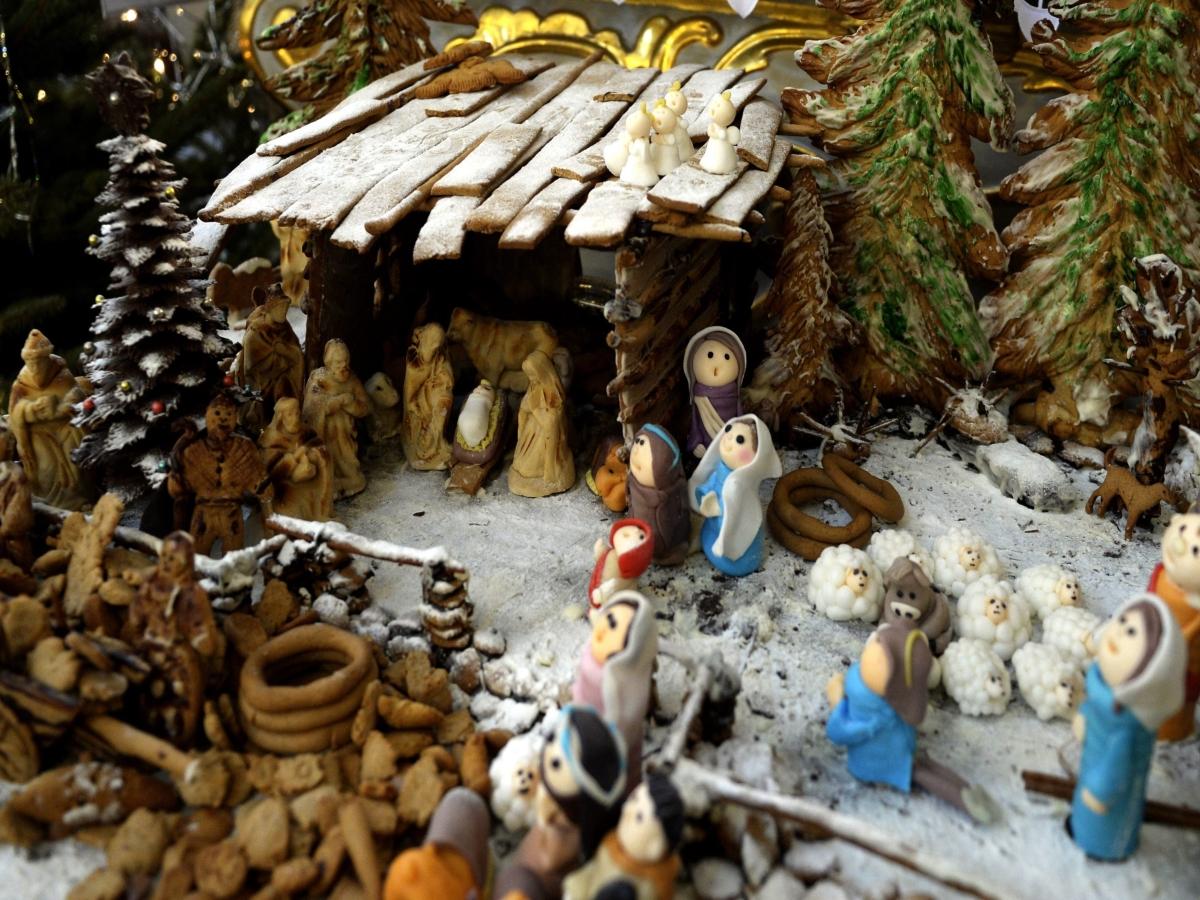 Сцена на Рождество от сладкиши в църква Жешов, Полша