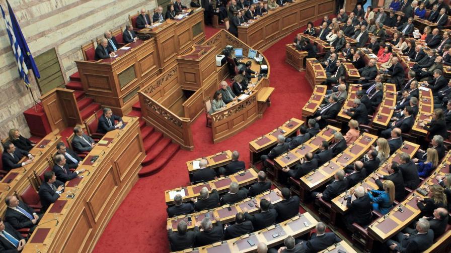 Гръцки министър подаде оставка след споразумението