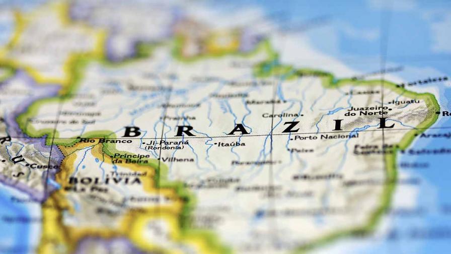 Бразилец прекоси 100 км с кола и с 30-сантиметров нож, забит в главата