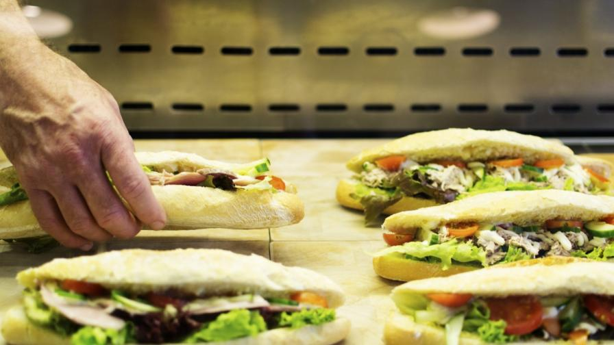 99 хил. долара бакшиш за сандвич