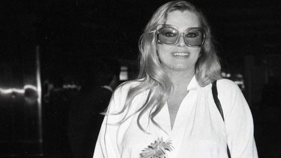 Снимка на Анита Екберг от 1978 г. на летището в Рим