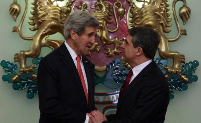 Държавният секретар на САЩ Джон Кери е на посещение в София