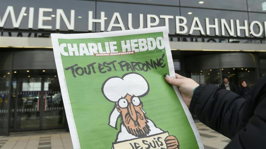 """Първият брой на """"Шарли ебдо"""" след атаката през 2015 г."""
