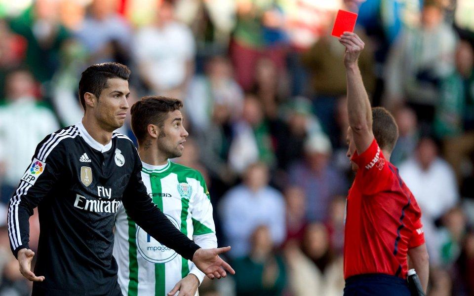 Съдийско рамо отървава Роналдо от тежкото наказание