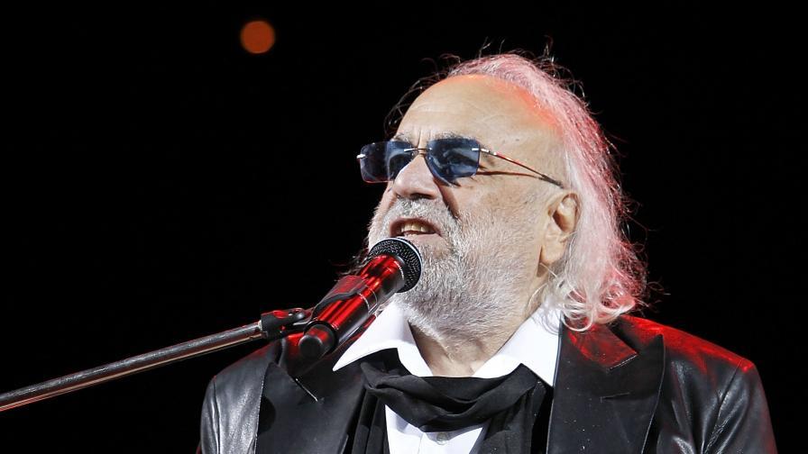 Почина известният гръцки певец Демис Русос