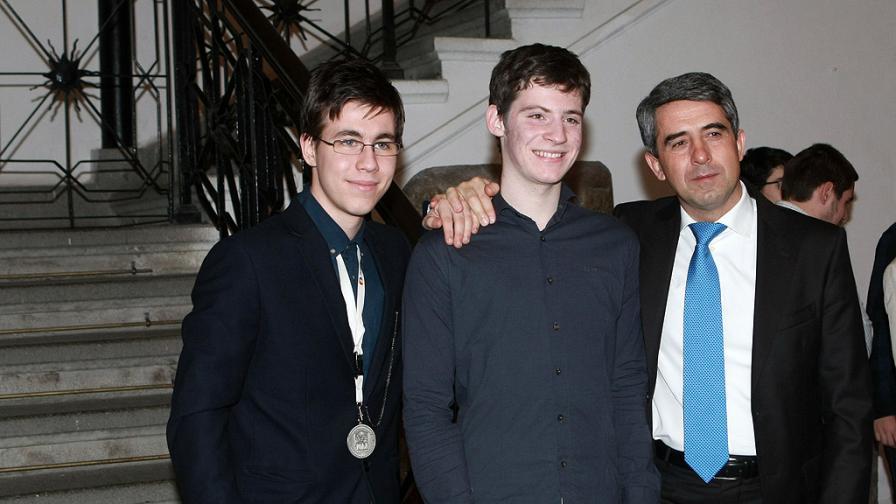 Годишна на учителите и учениците, постигнали високи резултати на международни състезания по природни науки. През 2014 г. българските отбори спечелиха 61 медала и седем почетни грамоти.