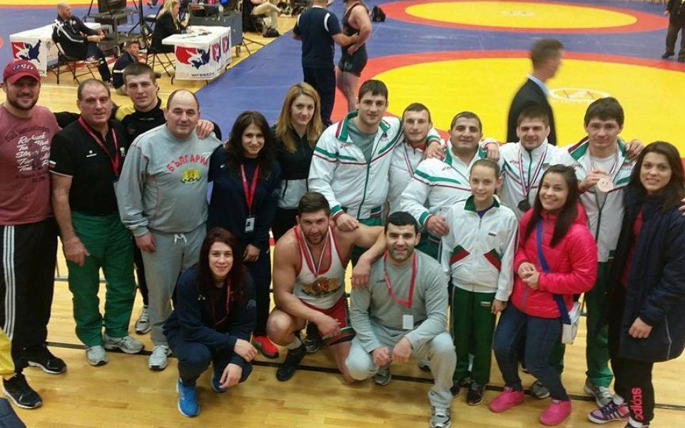 Злато и още 3 медала за борците ни в Колорадо Спрингс