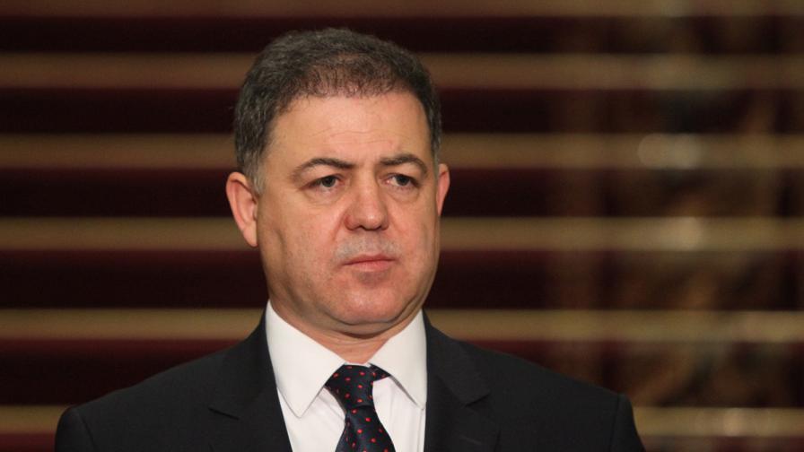 Военният министър: Предложиха ми подкуп, за да подпиша договор за поддръжка