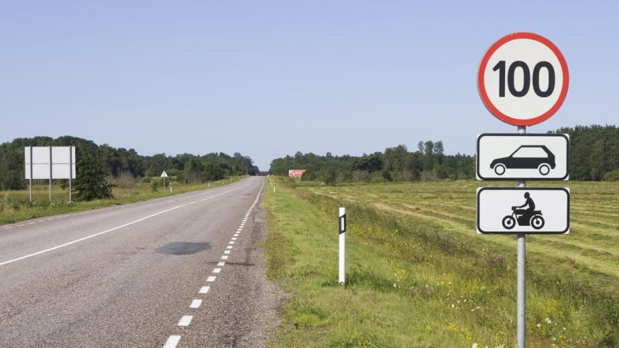 Една от промените е линията за края на пътното платно –  тя задължително ще е непрекъсната; въвеждат се и три нови знака