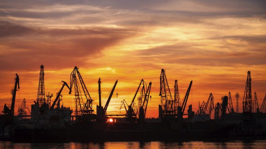 ЕК очаква забавяне на икономиката на България