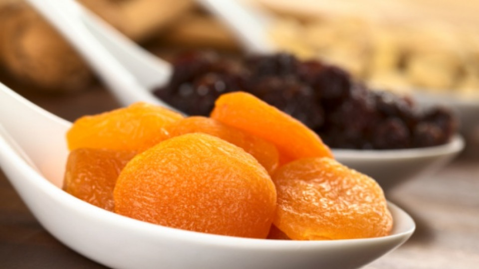 Захарта в сушените плодове също може да е сред виновниците за възникване на кариес