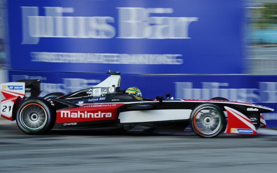 Бруно Сена става пилот на заводския тим на Макларън GT