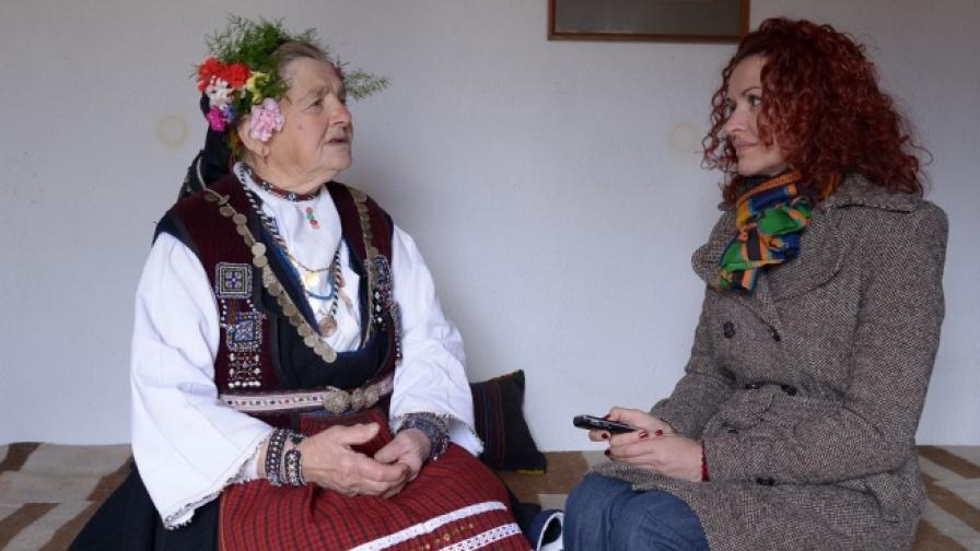 Елеонора Гаджева и Гина Дъбенска в стаята, в която е живял Левски