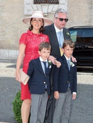 Принц Лоран със съпругата си Клеър и двамата си сина близнаци. Двойката има и дъщеря
