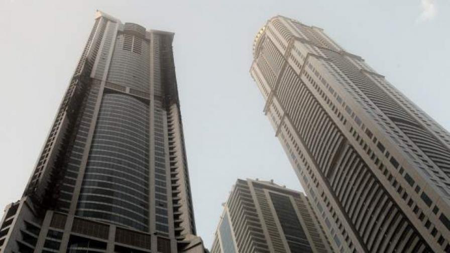 Пожар горя в една от най-високите сгради в света в Дубай