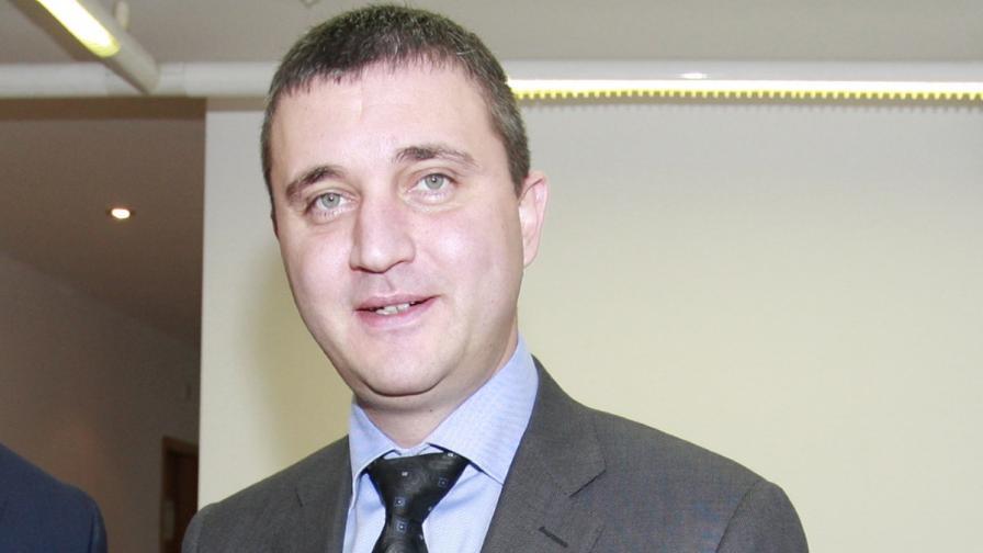 Горанов предлага помощи при бедствия само за хората, които нямат пари за застраховка