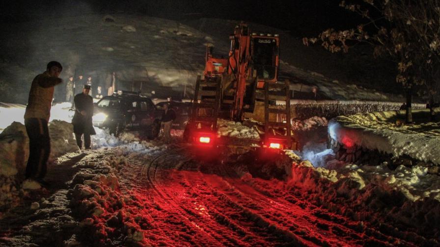 Над 200 са жертвите на лавините в Афганистан