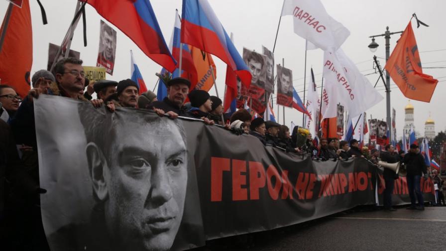 Шествието е памет на убития Борис Немцов