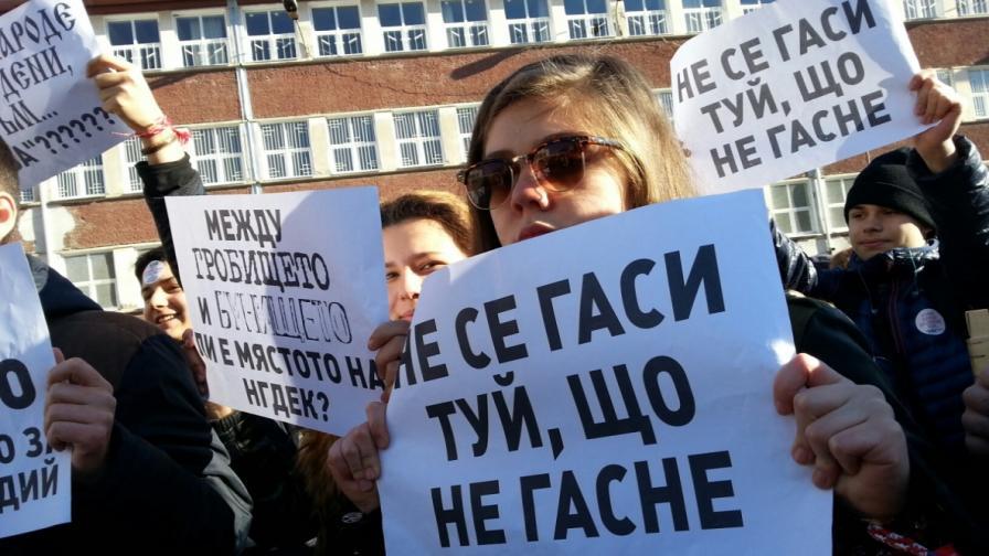 Протест и контрапротест за преместването на Класическата гимназия