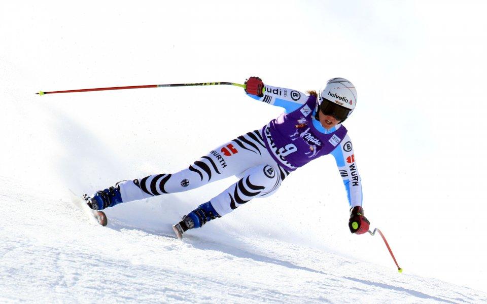 Виктория Ребенсбург спечели първия за сезона супергигантския слалом за жени