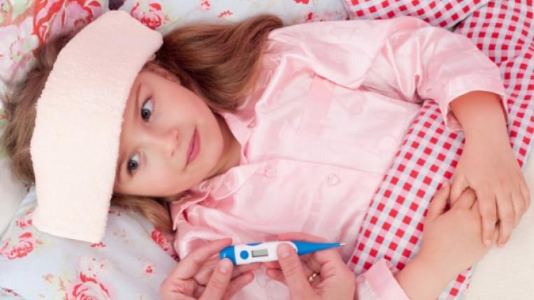 дете момиче температура болест родител