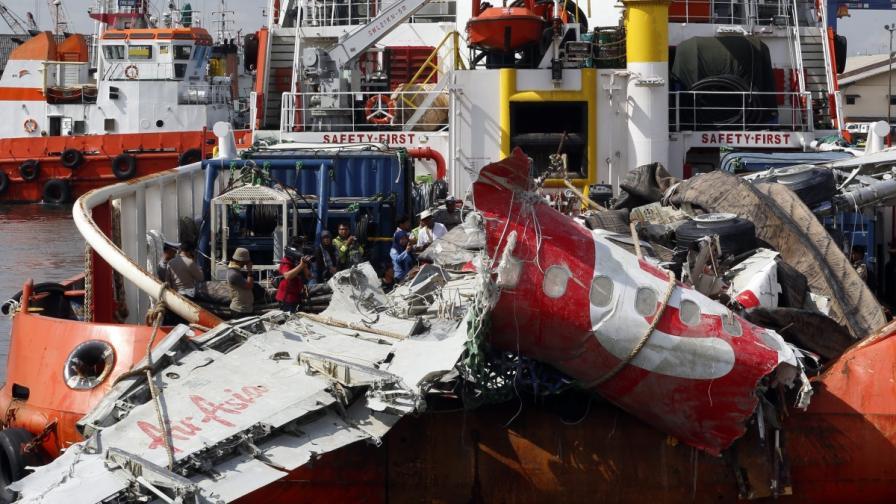 Спират издирването на жертви от катастрофата в Яванско море