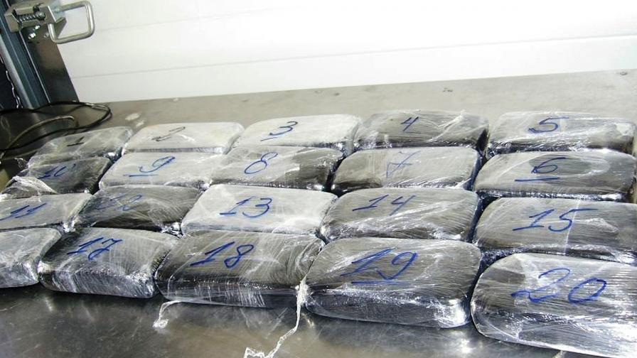 Митничари откриха хероин за 1 млн. лв. в ретро волво на Капитан Андреево
