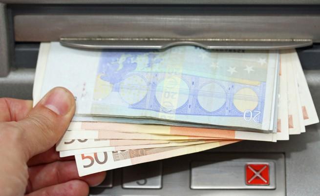 Гърците изтеглили 300 млн. евро от депозитите си в гръцки банки само за ден