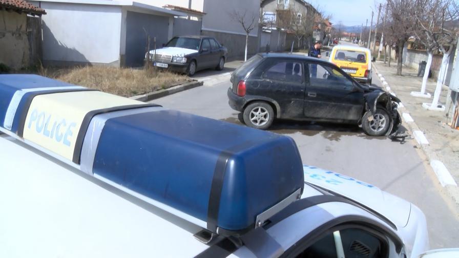 Бясна гонка на полицията с шофьор без книжка