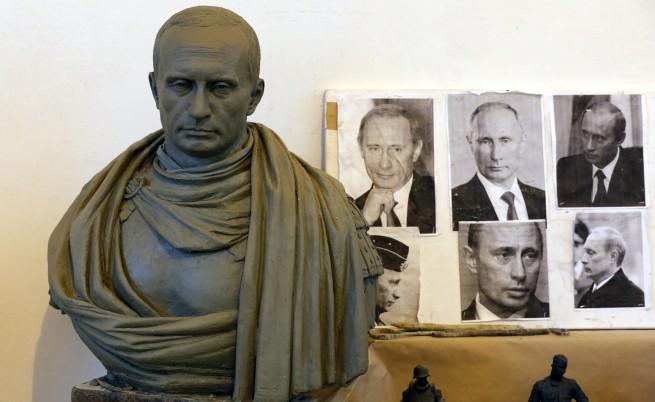 Показват статуя на Путин като римски император за 9 май
