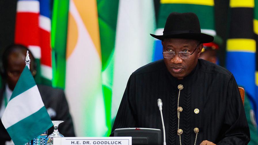 Нигерийският президент едва успя да се регистрира, за да гласува
