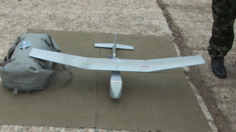 """Самолетът RAVEN RQ – 11 B, с който бе извършен разузнавателен полет след взрива в цех на завод """"Миджур"""" - Горни Лом"""