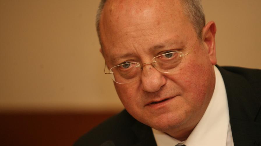 Танев ще пита Борисов дали остава министър