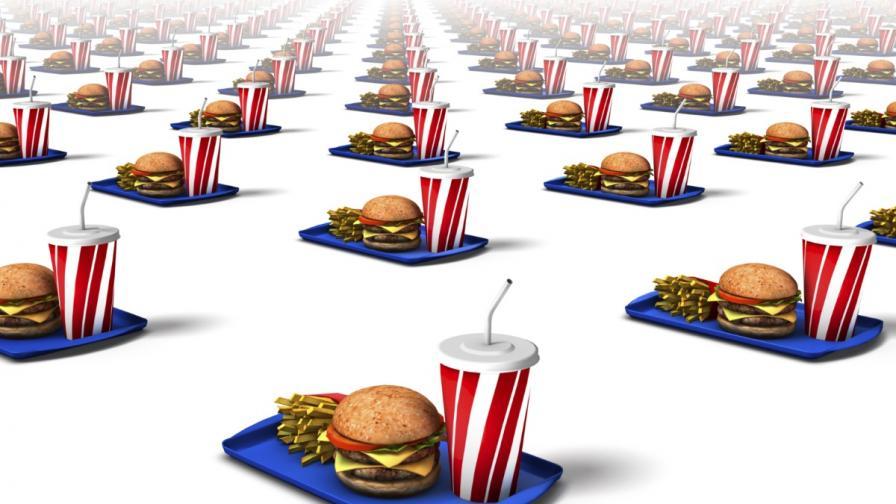 """""""Макдоналдс"""" вдига заплатите на служителите си в САЩ с 1 долар"""