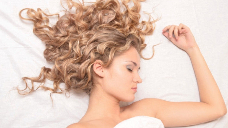 жена коса прическа легло