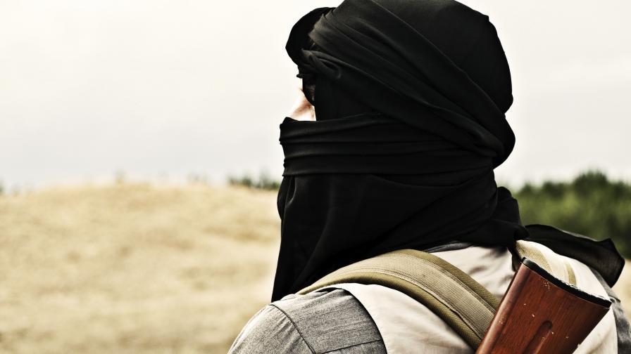 И синът на британски политик тръгнал към ИД в Сирия